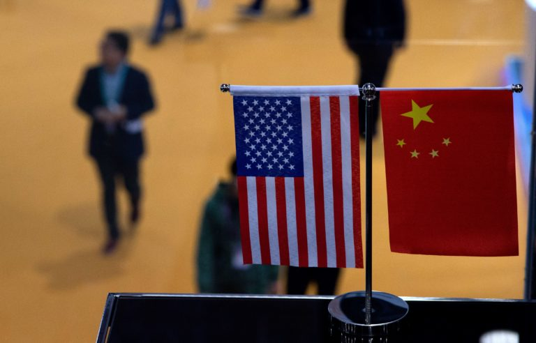 Примирительная риторика США и Китая поддержала рынки, хотя вероятность скорого заключения сделки низка