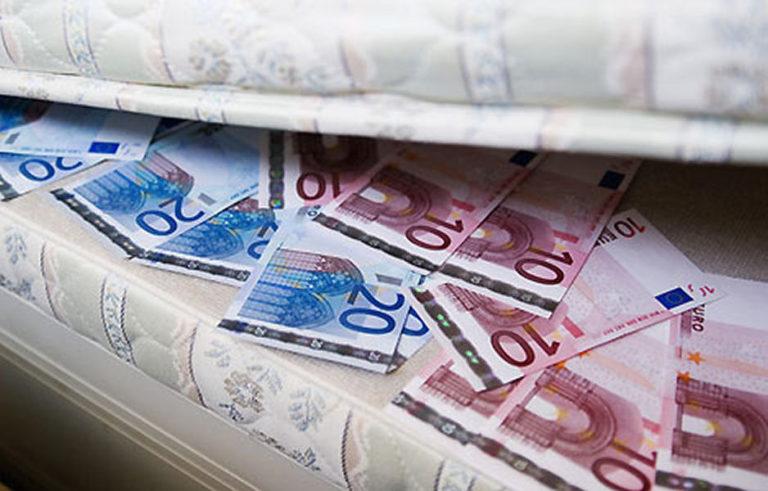 Евро в банку не положишь, под подушку не спрячешь